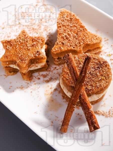 Новогодишни сладки с шоколад, ром, банан, сметана и канела - снимка на рецептата